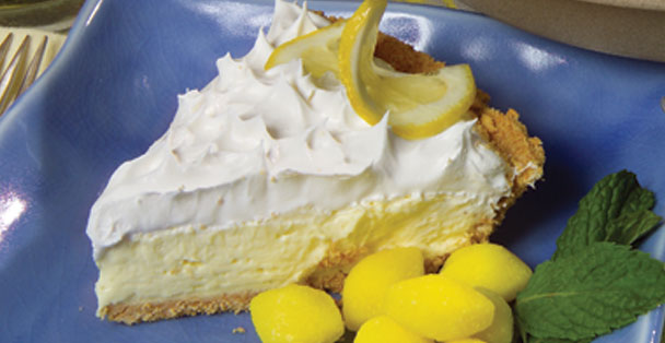 A simple no bake cheesecake recipe that makes a lemon cheesecake.