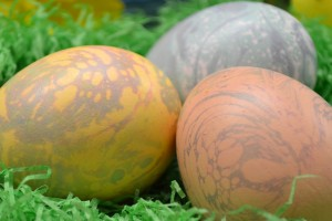 Learn how to make Marble Easter Eggs with Rada Cutlery.