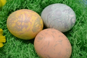 A trio of fun marble Easter eggs.