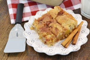 Delicious apple pie snickerdoodle bars.