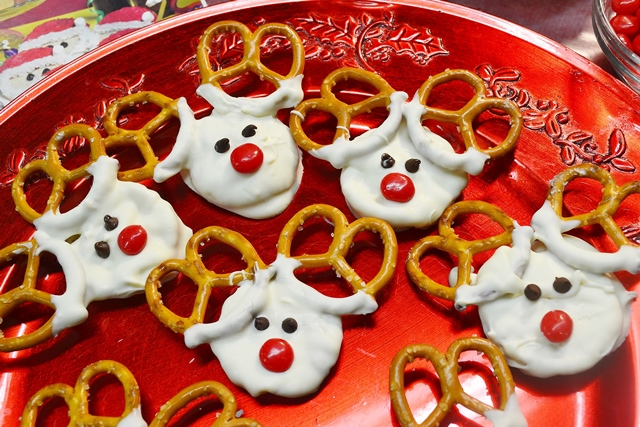 Reindeer Treats made with Rada Cutlery products.