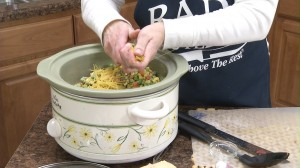 placing pasta in slow cooker