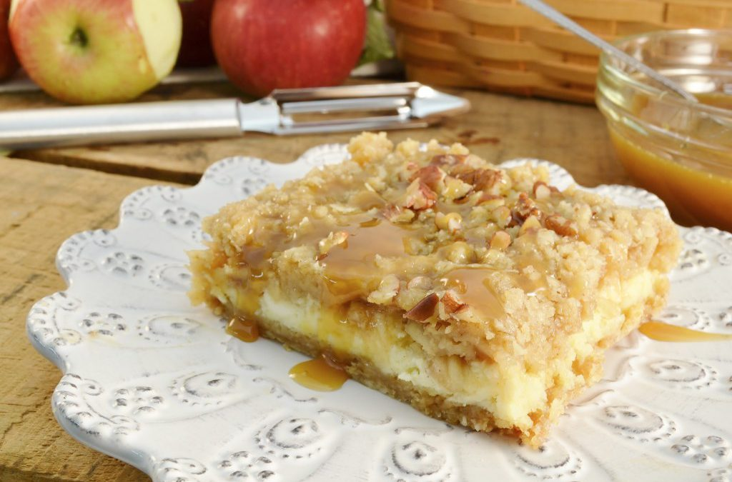 Apple Streusel Cheesecake Bars | Cinnamon Apple Cheesecake Treat