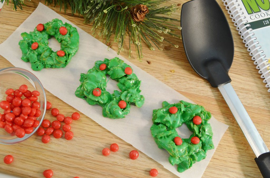 Holiday Marshmallow Wreaths | Wreath Cookies Recipe