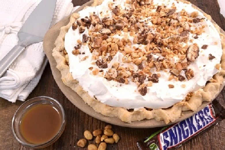 Snickers Pie Recipe | Cream Cheese Dessert