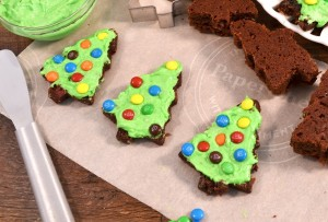 Beautiful Christmas Tree Brownies with a Rada Party Spreader.