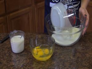 Jess mixes ingredients.