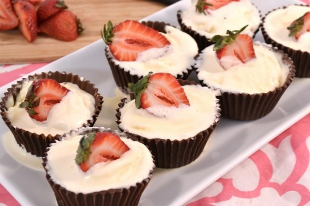 A platter of delicious ice cream cupcakes made with Rada Cutlery products.