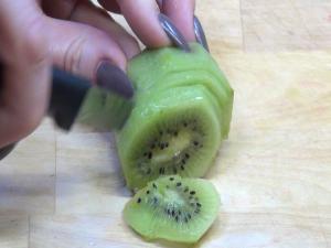 Jess cuts kiwi.