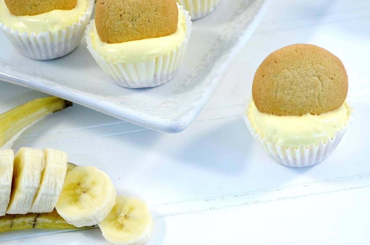 Beautiful mini-banana cream pie cheesecake bites.