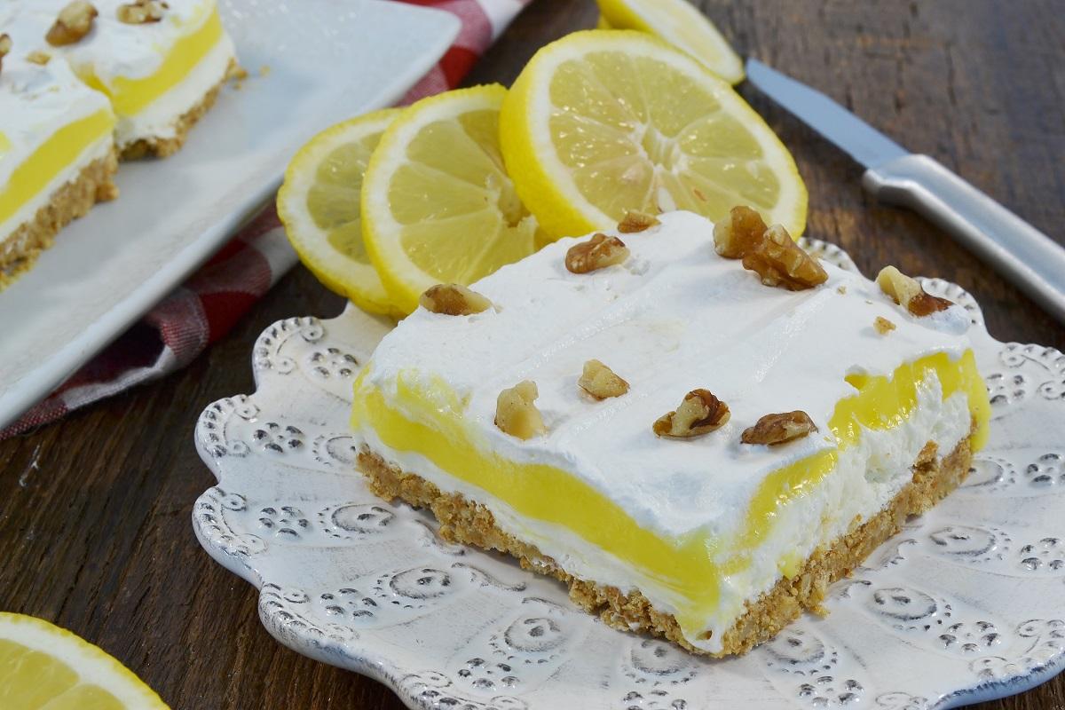 A beautiful Lemon Delish cake.