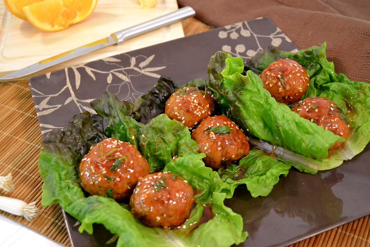 Delicious turkey meatballs with lettuce.