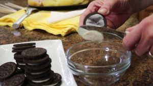 Kristi removes Oreo frosting with a Rada Party Spreader.