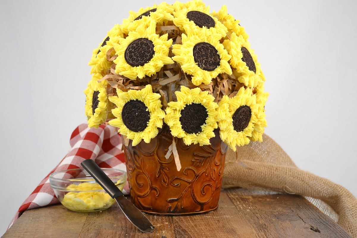 A gorgeous sunflower cupcake bouquet.